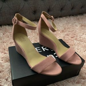 Naturalized size 8.5 wedge sandals